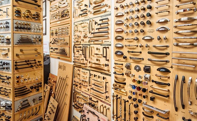 Cabinet Hardware displays